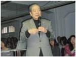 早退された林昌二氏の講評。力作揃いだが、短時間にプレゼンするにはもっとメリハリをというアドヴァイスも。