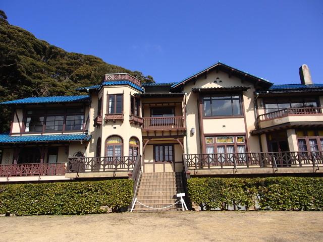 庭園から見た鎌倉文学館